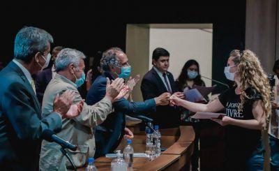 El vicegobernador entregó las escrituras de sus casas a familias sanjuaninas