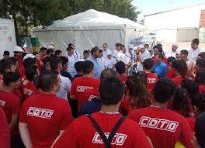Trabajadores de Coto llegan hasta el Papa para que interceda por ellos: «Estamos en condiciones inhumanas en pleno siglo 21»
