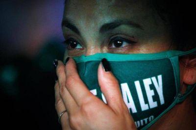 Cambia, todo cambia: en una sesión histórica, el Senado convirtió en ley el aborto legal