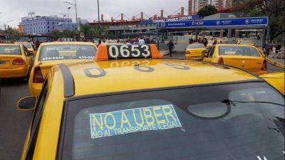 Taxistas protestan ante posible desembarco de Uber