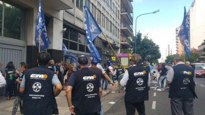 El sindicato de visitadores médicos señaló a dirigentes de Córdoba, Mendoza y Rosario por firmar acuerdos de flexibilización