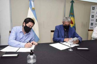 Leo Nardini firmó un acta de adhesión para que se ejecuten 300 viviendas en Malvinas Argentinas