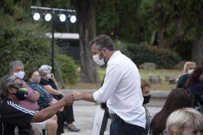 El intendente Achával entregó subsidios a centros de jubilados
