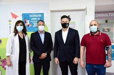 Ya se vacuna contra el Covid-19 en Merlo