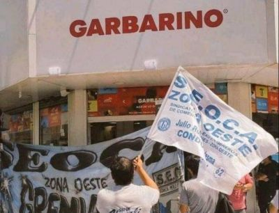 Conflicto en Garbarino: atraso de sueldos, suspensiones y 23 despidos