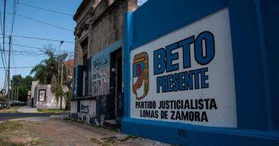 Con un mural frente a la sede del PJ, homenajearon a Beto Carasatorre