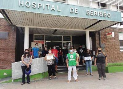 """Profesionales del Larraín exigieron la """"continuidad laboral"""" de todos los becarios"""