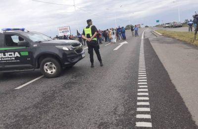 Los pescadores cortaron la autopista Santa Fe - Rosario por tercer día consecutivo