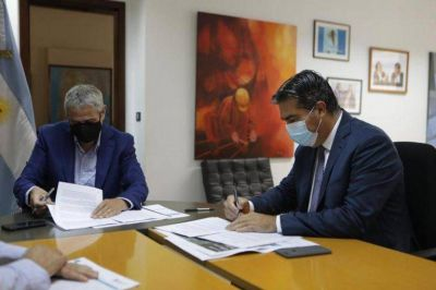 Capitanich y Ferraresi firmaron convenios para la regularización de tierras y soluciones habitacionales