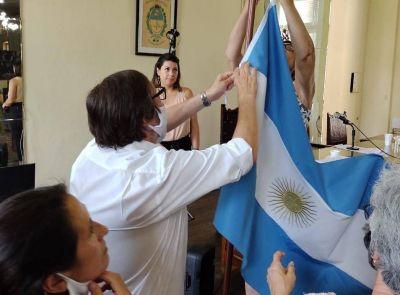 Reemplazaron la bandera de ceremonias en el HCD