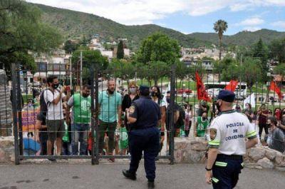 Volanteada en teatros para visibilizar conflicto en el hospital de Carlos Paz