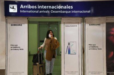 El Gobierno reducirá en un 30 % la frecuencia de los vuelos internacionales