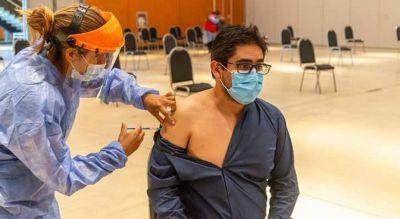 Avanza la vacunación en Córdoba: el ministro Cardozo recibió su dosis