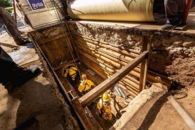 AySA finalizó la reparación de una cañería primaria de agua en Luis Guillón