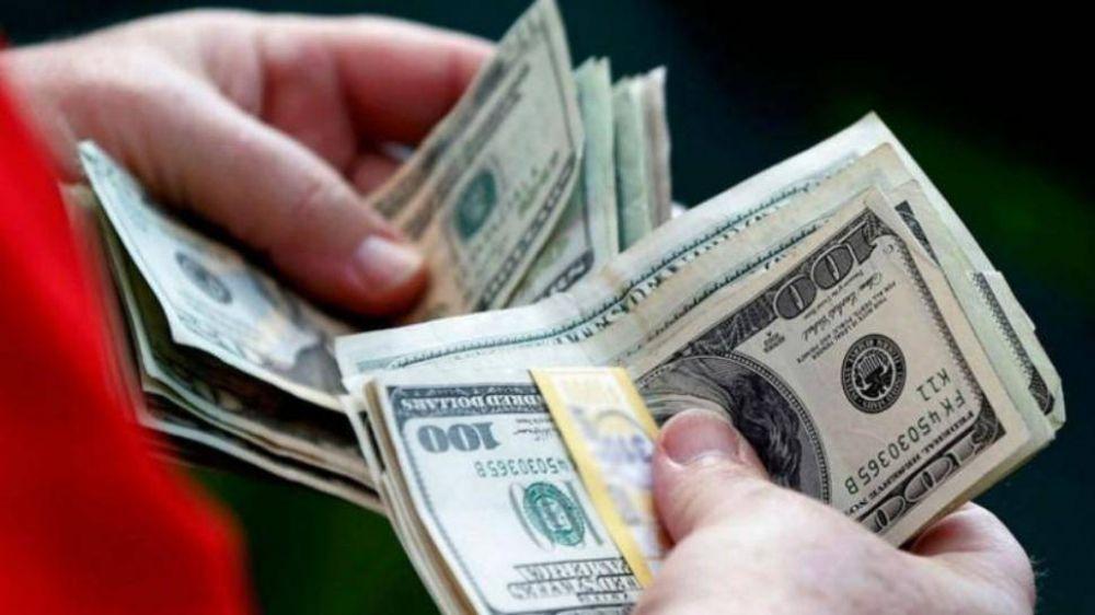 El dólar oficial arrancó con riesgo de entrar en un círculo vicioso