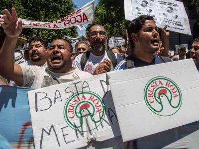 Trabajadores cesanteados de Cresta Roja continúan en vilo