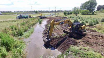 Ponen en marcha obras de saneamiento del arroyo Lanusse