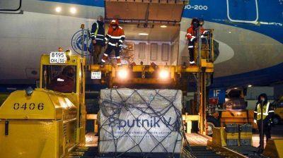 Este jueves parte un avión a Rusia para traer más dosis de la Sputnik V