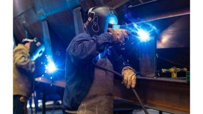 La industria dejó atrás la pandemia pero la economía no