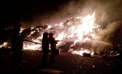 Bomberos trabajaron toda la madrugada en un incendio en el Girsu