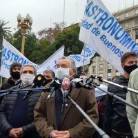 Trabajadores gastronómicos exigen aumento salarial