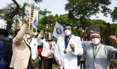 Perú: Trabajadores de la salud en huelga nacional e indefinida