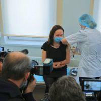 Axel planea aplicar 1,5 millones de vacunas con la ayuda de los intendentes
