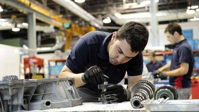 Bueno: En octubre la industria registró 4.500 puestos de trabajo más que en febrero