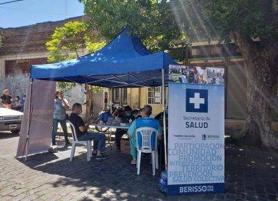 Operativo Detectar y jornada de prevención de Dengue en la Plaza 17 de Octubre
