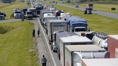 """Transportistas continúan con el paro por """"tiempo indeterminado"""" y hay demoras en la Ruta 9"""