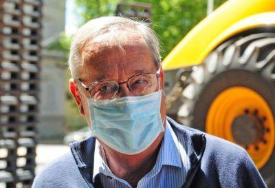 """Lunghi consideró que la vacunación """"viene lenta"""" e insistió en reforzar los cuidados individuales"""