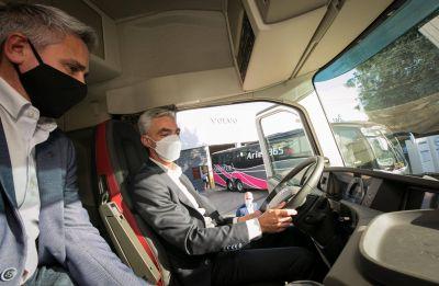 Meoni visitó la concesionaria de Volvo Argentina