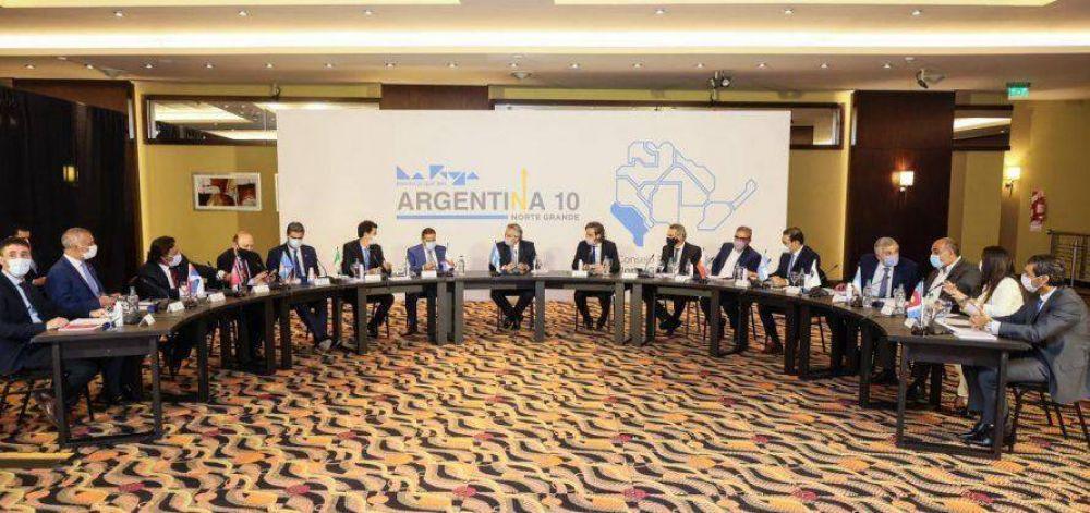 En La Rioja, Capitanich mantiene una reunión con el presidente y los gobernadores del Norte Grande