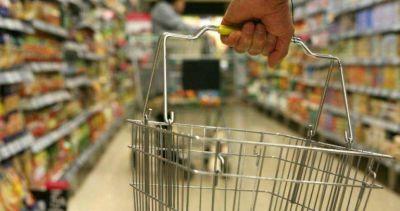 Las alimenticias presionan con faltantes en góndolas para subir los precios