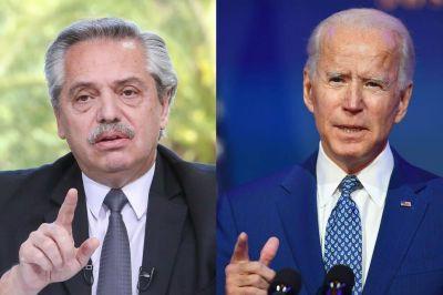 El Gobierno le envió un ríspido saludo a Joe Biden, con felicitaciones y advertencias