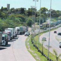 Sigue paro de transportistas: más cortes de ruta y puertos paralizados