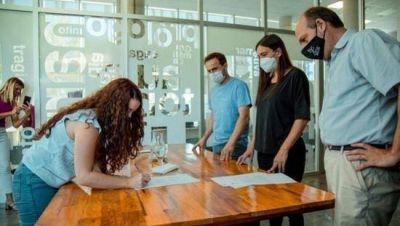 Abella entregó subsidios a instituciones inscriptas en el Catálogo Turístico Cultural
