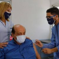 El primer intendente mayor de 60 años en vacunarse: Juan José Mussi se aplicó la Sputnik