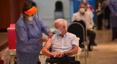 Desde Pizzi y Juri hasta el doctor Sabagh: la Provincia vacuna a profesionales de la salud mayores de 60 años