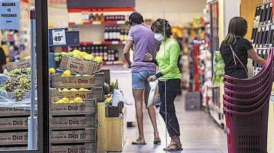 Los alimentos le ganan a la inflación: una familia necesitó $54 mil para no ser pobre
