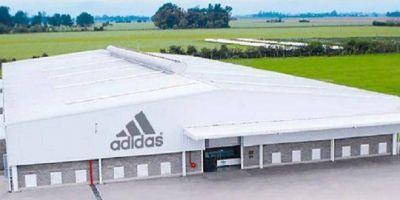 Reabre la planta de Adidas que cerró durante el macrismo y empleará a 600 trabajadores