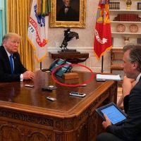 Biden eliminó el botón rojo que Trump tenía en su escritorio para pedir Coca-Cola