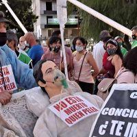 Marcha de antorchas en Carlos Paz en apoyo a la salud pública
