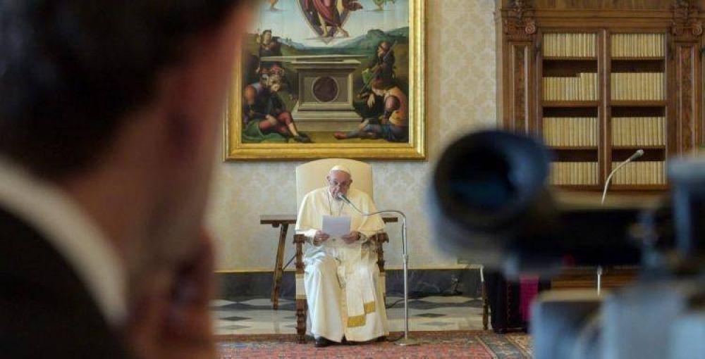 El Papa rezó por los que sufren y animó a periodistas a testimoniar la verdad