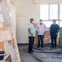 Grindetti recorrió obras de remodelación de escuelas en Lanús Este