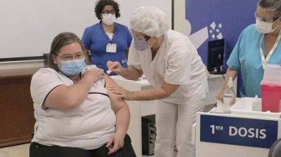 Comenzó la vacunación al personal de salud mayor de 60 años de la provincia