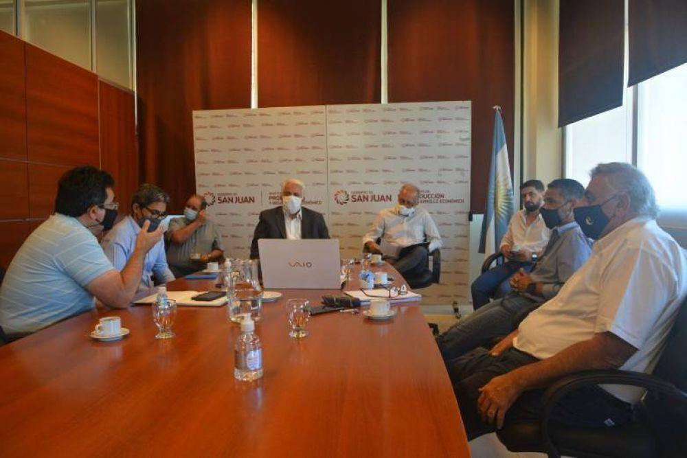 El ministro Díaz Cano se reunió con empresarios del mosto
