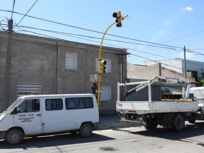 Rosales: el municipio instala más semáforos