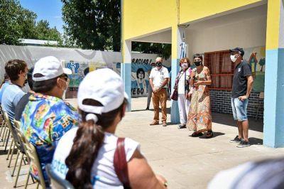 Mayra recorrió las tareas de pintura realizadas en la escuela secundaria Nº41 de Quilmes Oeste