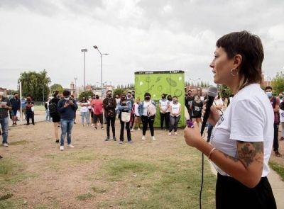 Mayra estuvo junto al COE de Villa Itatí en la campaña de inscripción al plan de vacunación